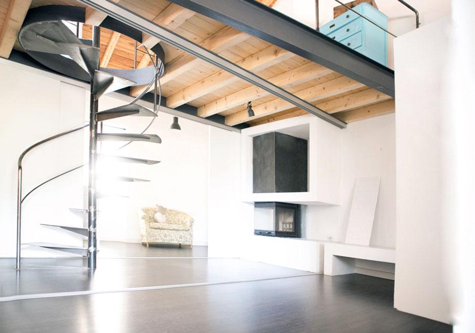 interior-design-loft-soppalco-camino-soggiorno