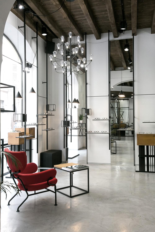 progetto-interni-negozio-poltrona-espositori