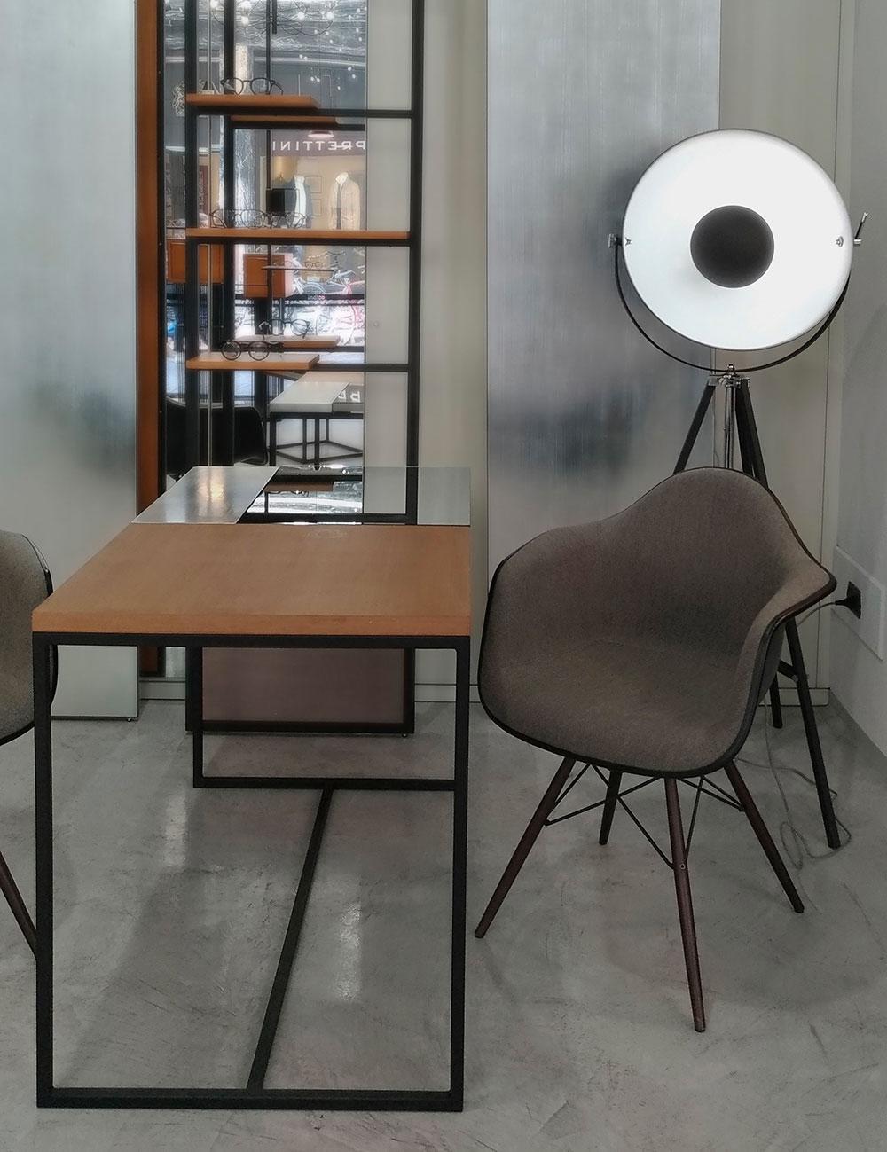 negozio-seduta-tavolo-specchi