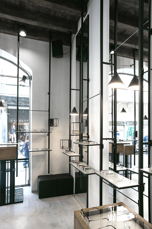 interior-espositori-negozio-occhiali