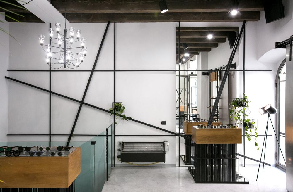 interni-griglia-metallica-sovrapposizioni-arredo