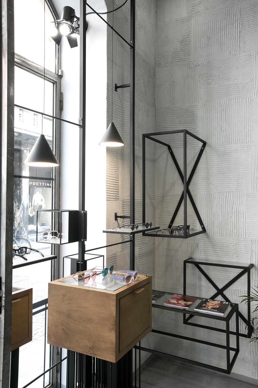 design-interni-mensole-lampade-espositori